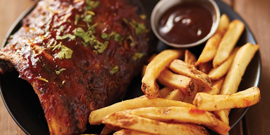 Coaste de porc cu sos barbecue