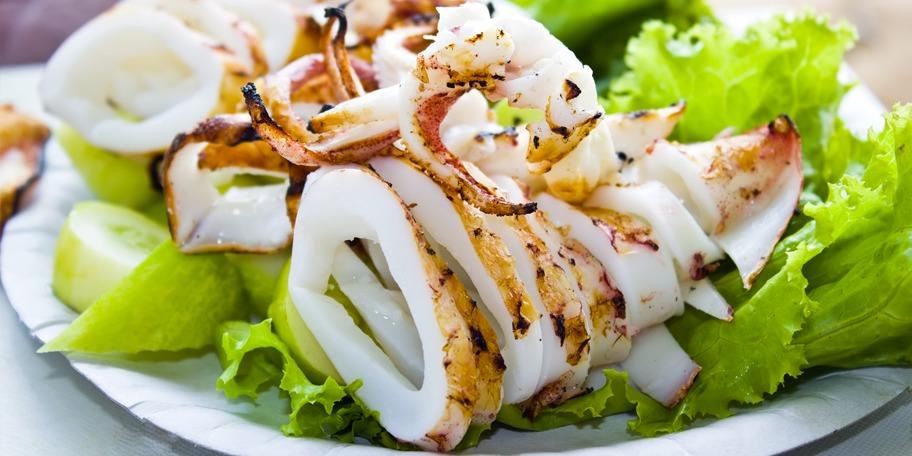 Velasquez Calamari la gratar cu guacamole rustic