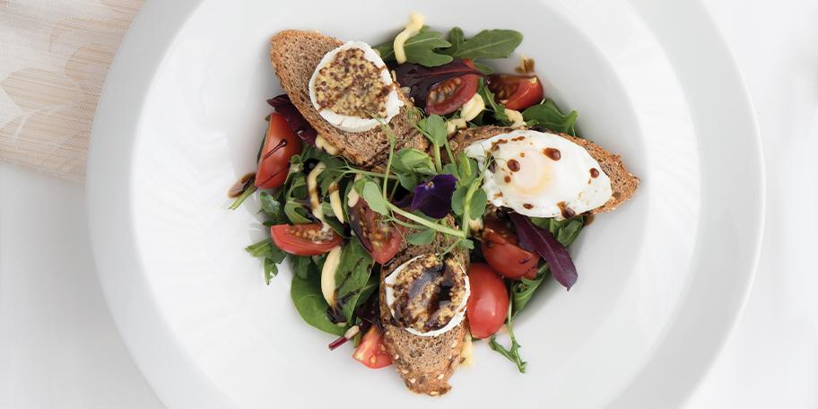 Salata Mesclun cu vinegreta de anchois, branza chevre si ou de prepelita