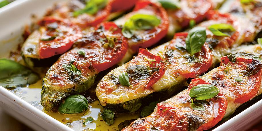 Zucchini copți cu topping caprese