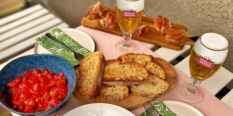Bruschette cu rosii, ciuperci sotate & jamon